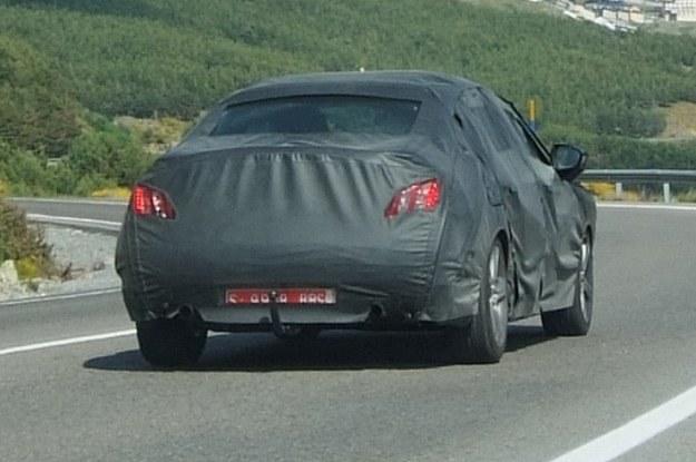 """Peugeot 508 jeszcze w """"przebraniu"""" /"""