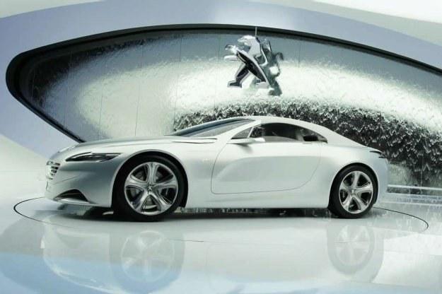 Peugeot SR1 wytyczać ma nowe trendy stylistyczne /