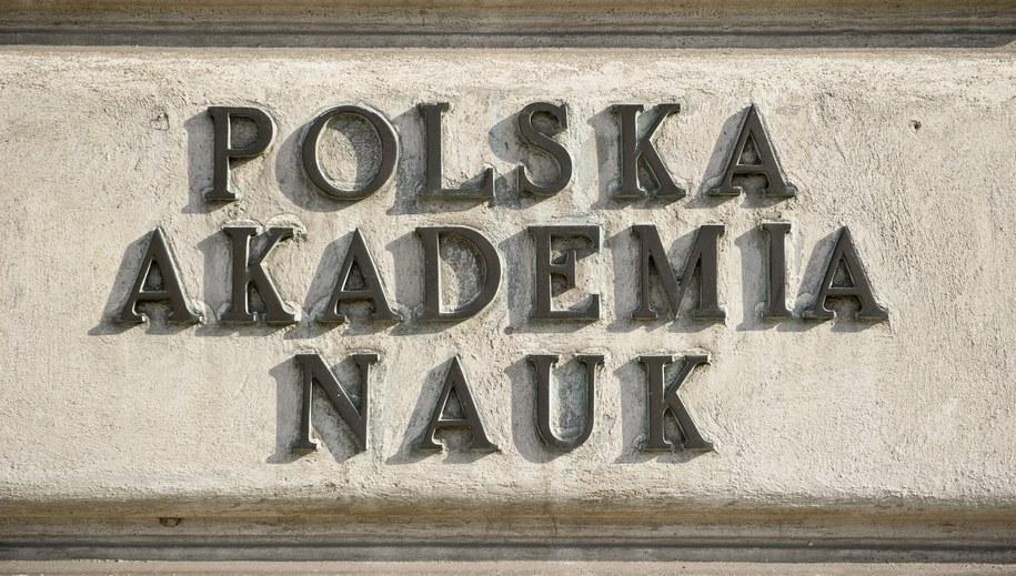 """""""Pewną słabością Polskiej Akademii Nauk było to, że bardzo ważny jej element, czyli instytuty PAN, w pewien sposób nie tworzą całości"""" /Wojciech Pacewicz /PAP"""