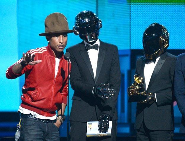 Pharrell Williams i Daft Punk odbierają jedną z wielu nagród za swoją współpracę - fot. K.Djansezian /Getty Images