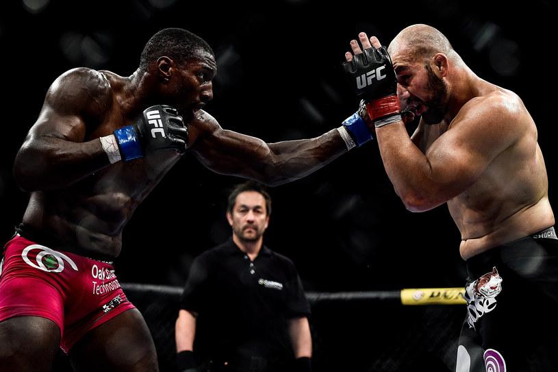 Phil Davis (z lewej) w walce z Gloverem Teixerą (z prawej) /Buda Mendes /Getty Images