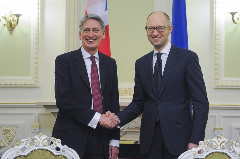 Philip Hammond i Arsenij Jaceniuk /PAP/EPA