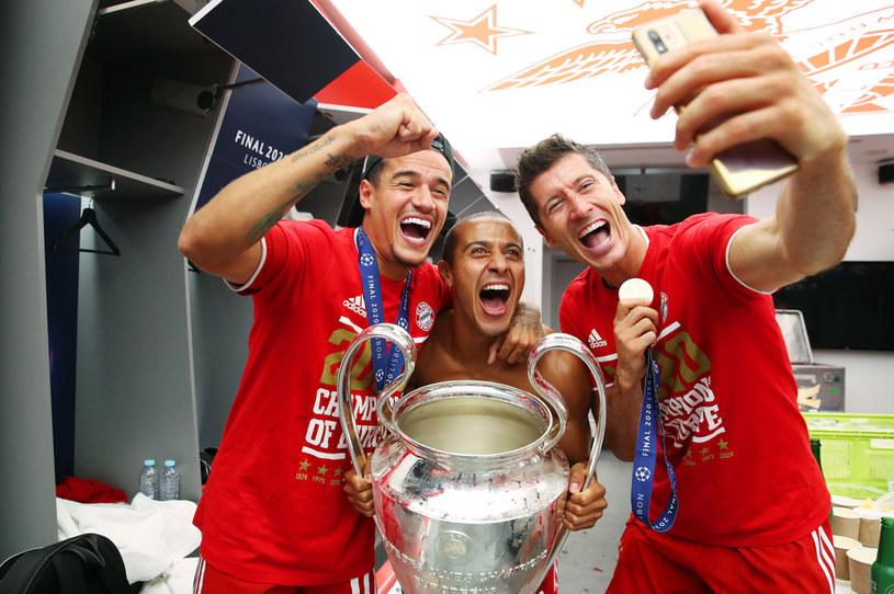 Philippe Coutinho, Thiago oraz Robert Lewandowski fetują zwycięstwo w Lidze Mistrzów /M. Donato/FC Bayern /Getty Images