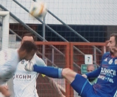 Piast - Zagłębie Lubin 1-0. Jorge Felix przeprosił Alana Czerwińskiego za brutalny faul