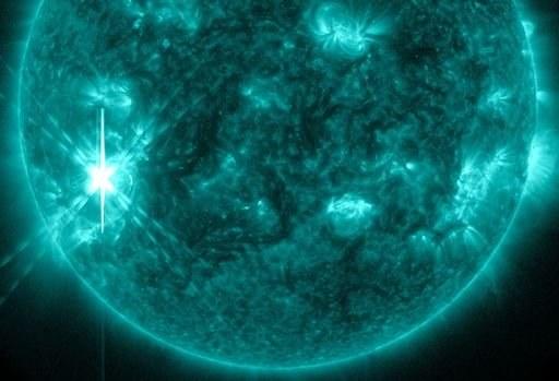Piątego listopada, o godzinie 23:12 CET nastąpiło maksimum rozbłysku klasy X3.3. /NASA