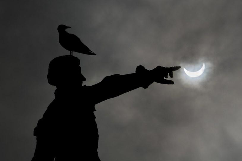 Piątkowe zaćmienie Słońca /PAP/EPA