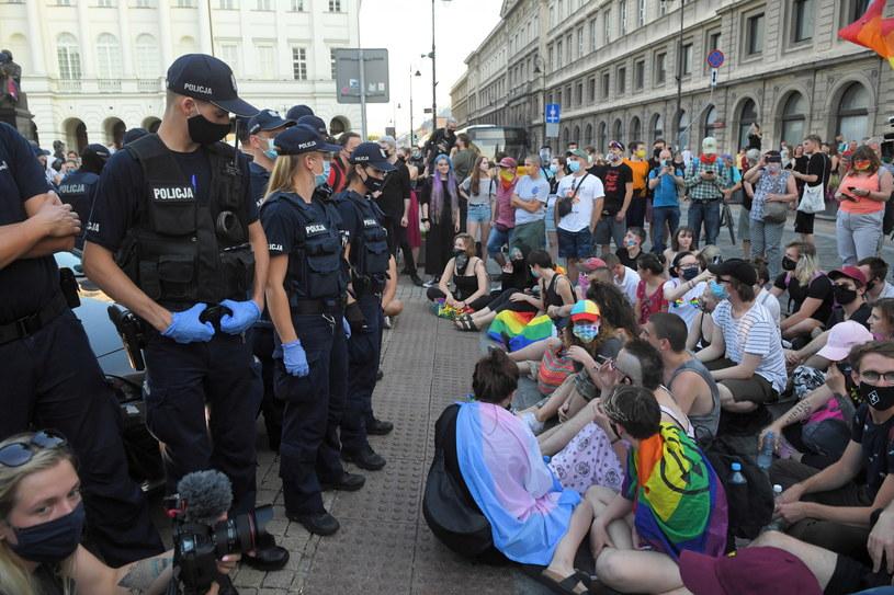 Piątkowy protest aktywistów LGBT na Krakowskim Przedmieściu w Warszawie /PAP