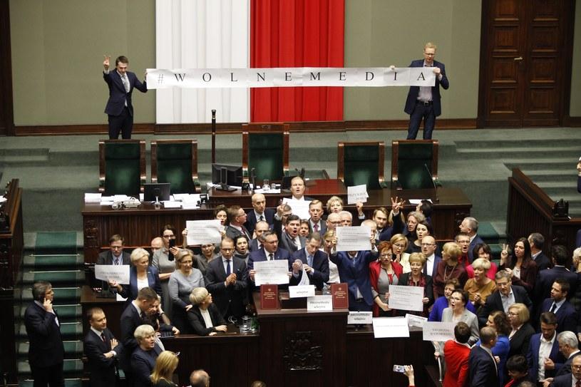 Piątkowy protest posłów opozycji w Sejmie /Stefan Maszewski /Reporter