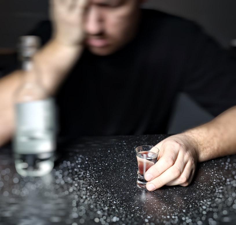 picie alkoholu niezdrowe /© Photogenica