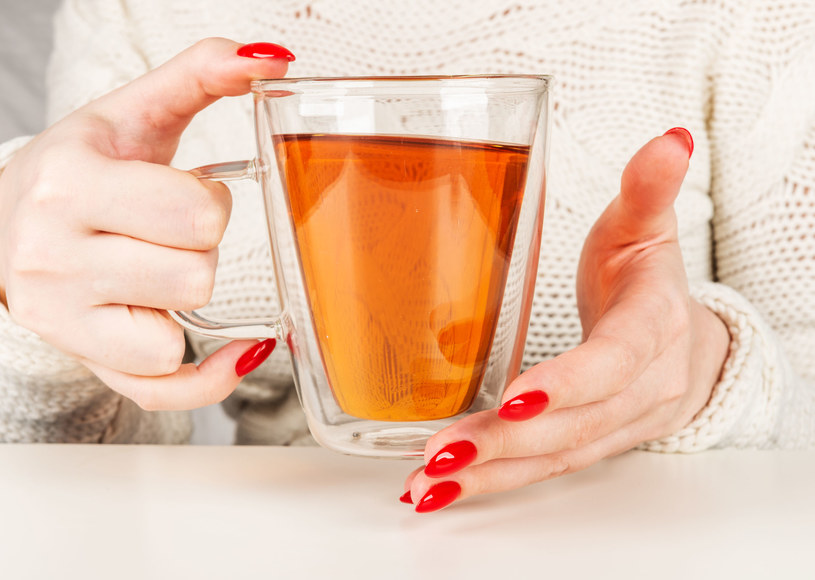 Picie herbaty sprzyja zdrowiu naszego serca /123RF/PICSEL