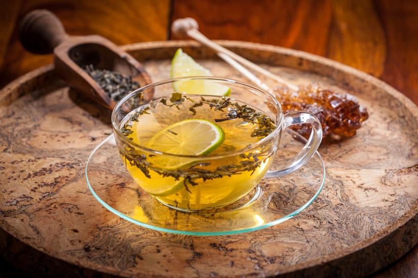 Picie herbaty zielonej pomaga pozbyć się toksyn z organizmu /123RF/PICSEL