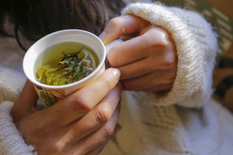 Picie herbaty /©123RF/PICSEL