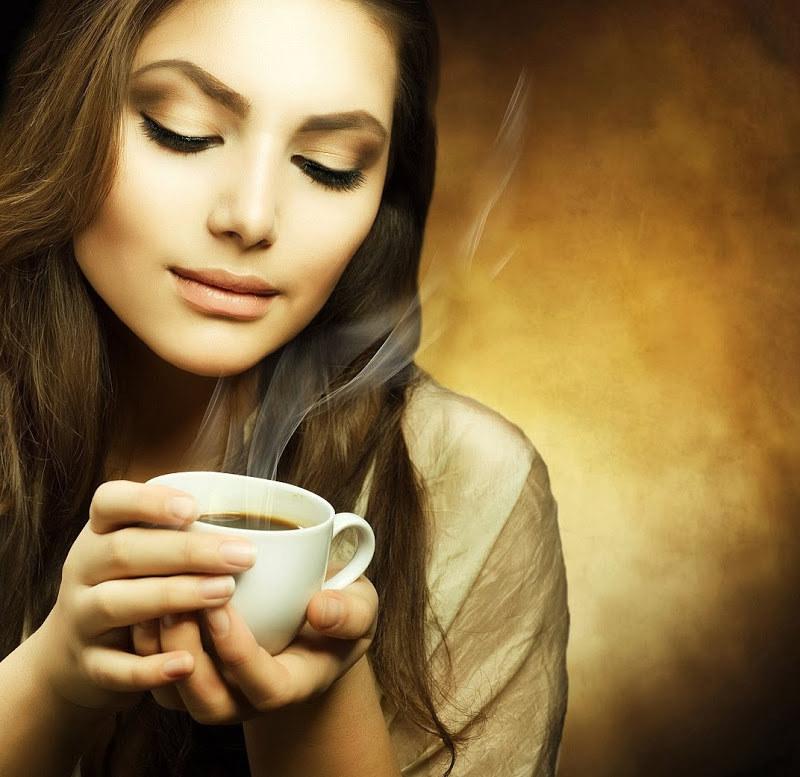 Picie kawy a zaparcia /© Photogenica