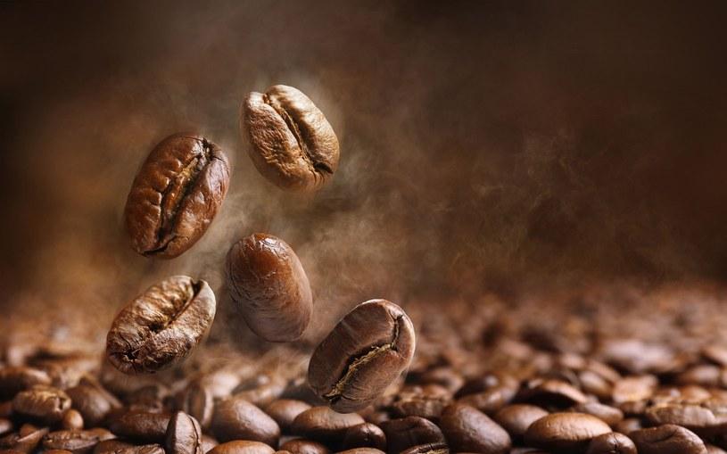 Picie kawy jest wskazane w leczeniu wielu dolegliwości /123RF/PICSEL