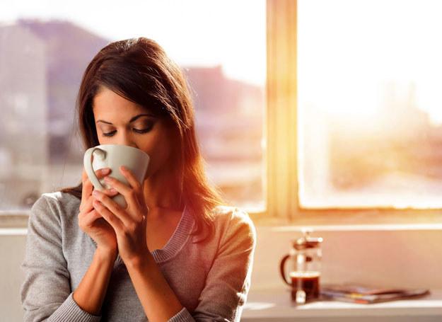 Picie kawy to rytuał /123RF/PICSEL