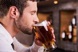 Picie piwa a zdrowie /© Photogenica