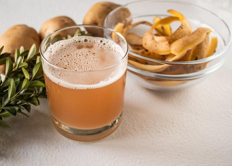 Picie soku z ziemniaka może przynieść wiele korzyści dla zdrowia i urody /123RF/PICSEL