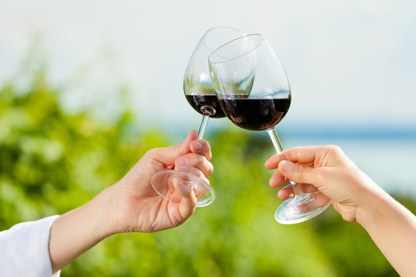 picie wina /© Photogenica