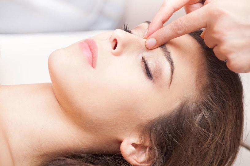 Pięć minut masażu wystarczy, aby pozbyć się kataru /Picsel /123RF/PICSEL