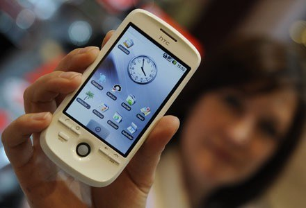 Pięć nowych telefonów HTC zostanie wyposażonych w system Android, trzy inne - w Windows Mobile /AFP