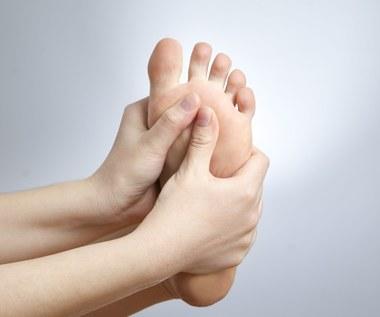 Pięć prostych ćwiczeń stóp, które złagodzą ból stawów