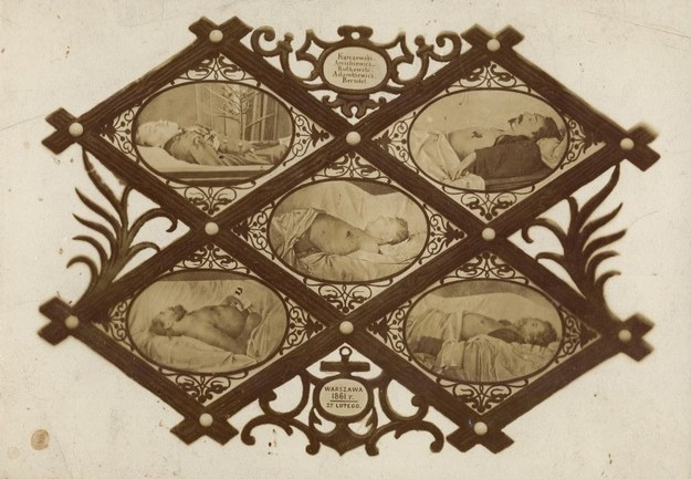 Pięciu poległych - tableau złożone z pięciu fotografii Karola Beyera /Wikimedia