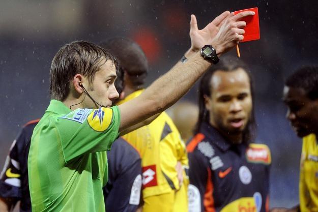 Pięciu sędziów będzie w każdym meczu na Euro 2012 /AFP