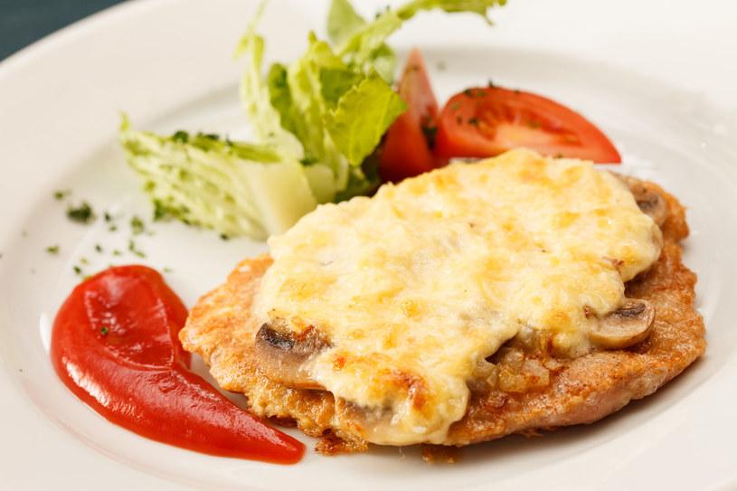 Pieczarki i ser - bardzo apetyczne połączenie! /123RF/PICSEL