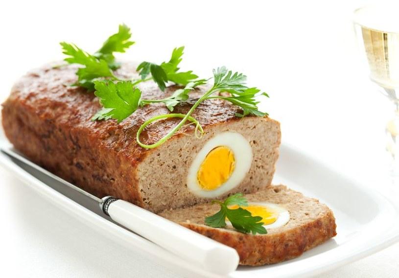 Pieczeń rzymska z jajkiem idealna na wielkanocny stół /123RF/PICSEL