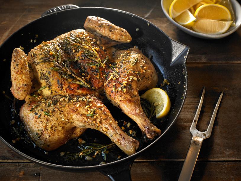 pieczenie kurczaka /© Photogenica