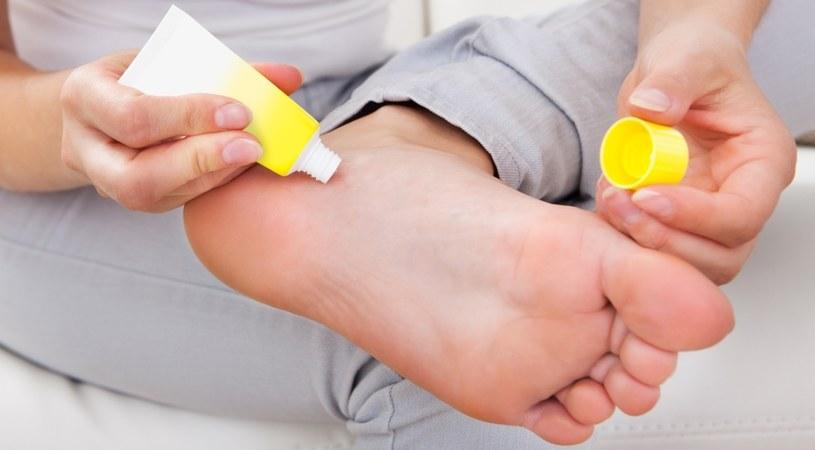 Pieczenie stóp to bolesna dolegliwość /123RF/PICSEL