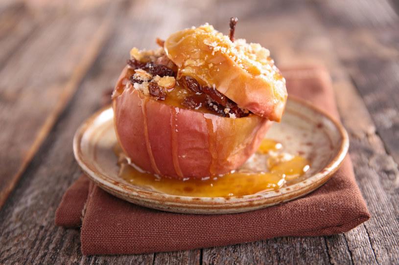 Pieczone jabłko /123RF/PICSEL