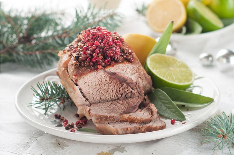 Pieczone mięsa podawane na zimno doskonale zastąpią pełne konserwantów wędliny ze sklepu /123RF/PICSEL