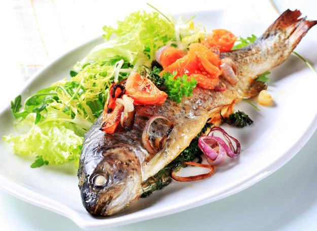 Pieczone ryby są zdrowsze od smażonych! /123RF/PICSEL