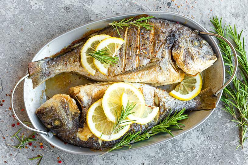 Pieczone ryby /©123RF/PICSEL