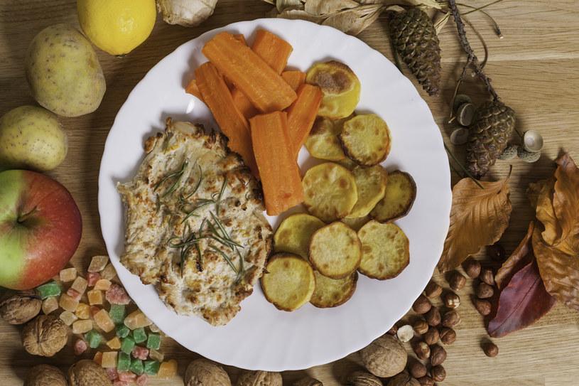 Pieczone ziemniaki z indykiem i nutą pomarańczy /INTERIA.PL