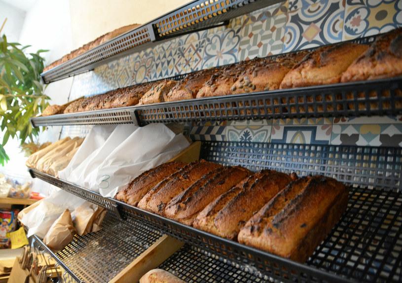 Pieczywo z piekarni często różni się od tego sprzedawanego w supermarketach /Karolina Adamska /East News