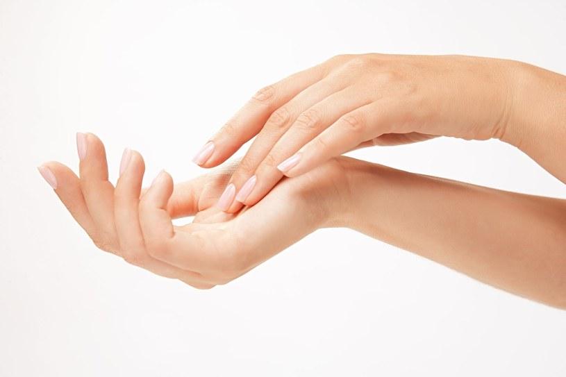 Piękne dłonie są wizytówką każdej kobiety /123RF/PICSEL
