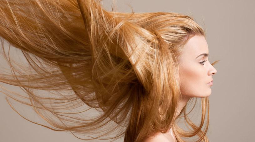 Piękne, długie włosy to wymagająca ozdoba /123RF/PICSEL