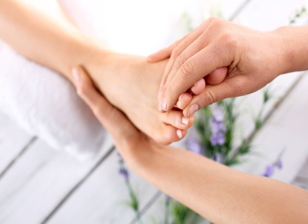 Piękne i zadbane stopy latem to marzenie każdej z nas /123RF/PICSEL