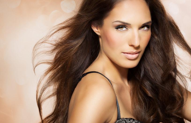 Piękne i zdrowe włosy to marzenie każdej kobiety /123RF/PICSEL