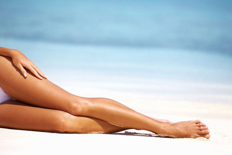 Piękne nogi przyciągają męski wzrok... /123RF/PICSEL
