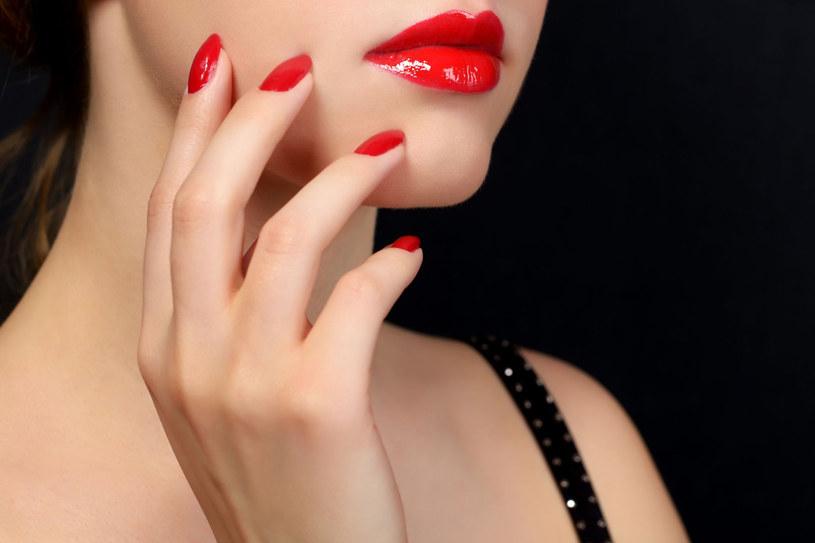 Piękne paznokcie to wielka ozdoba dłoni. Jeśli umalujesz je prawidłowo, ich nieskazitelny wygląd utrzyma się dłużej /123RF/PICSEL