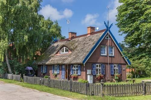 Piękne stare domy rybaków zamieniono na malownicze pensjonaty /Value Stock Images /East News