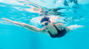 Piękne włosy pływaczki, czyli jak dbać o włosy przed wyjściem na basen i tuż po nim