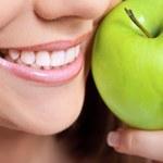 Piękne zęby bez osadu i kamienia