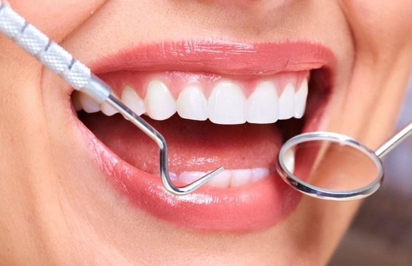 Piękne zęby to nasza najlepsza wizytówka /123RF/PICSEL