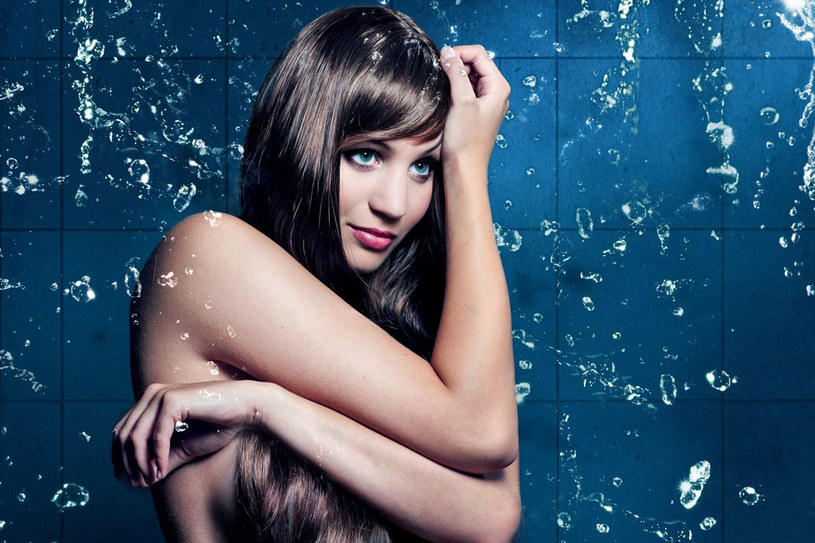 Piekno i kondycja twoich włosów nie zależy tylko od częstotliwości mycia, ale też od rodzaju pielęgnacji /123RF/PICSEL