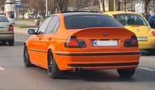 Piękno pomarańczowego, nieco garbatego,  BMW