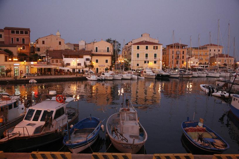 Piękno Sardynii można podziwiać zarówno w ciągu dnia, jak i nocą. I nigdy nie traci uroku /Agencja FORUM